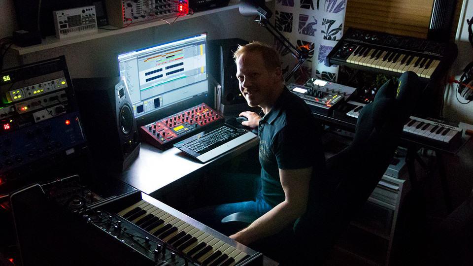 Björn Fogelberg in his studio