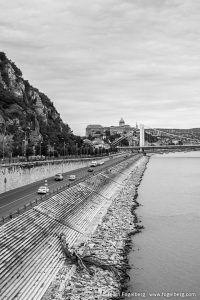 Cars driving next to the Donau in Budapest